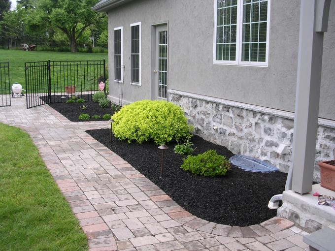 Fabulous Black Mulch Landscaping 680 x 510 · 74 kB · jpeg